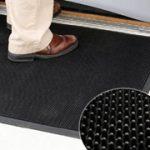 Aprende a elegir la textura adecuada de un tapete para entrada